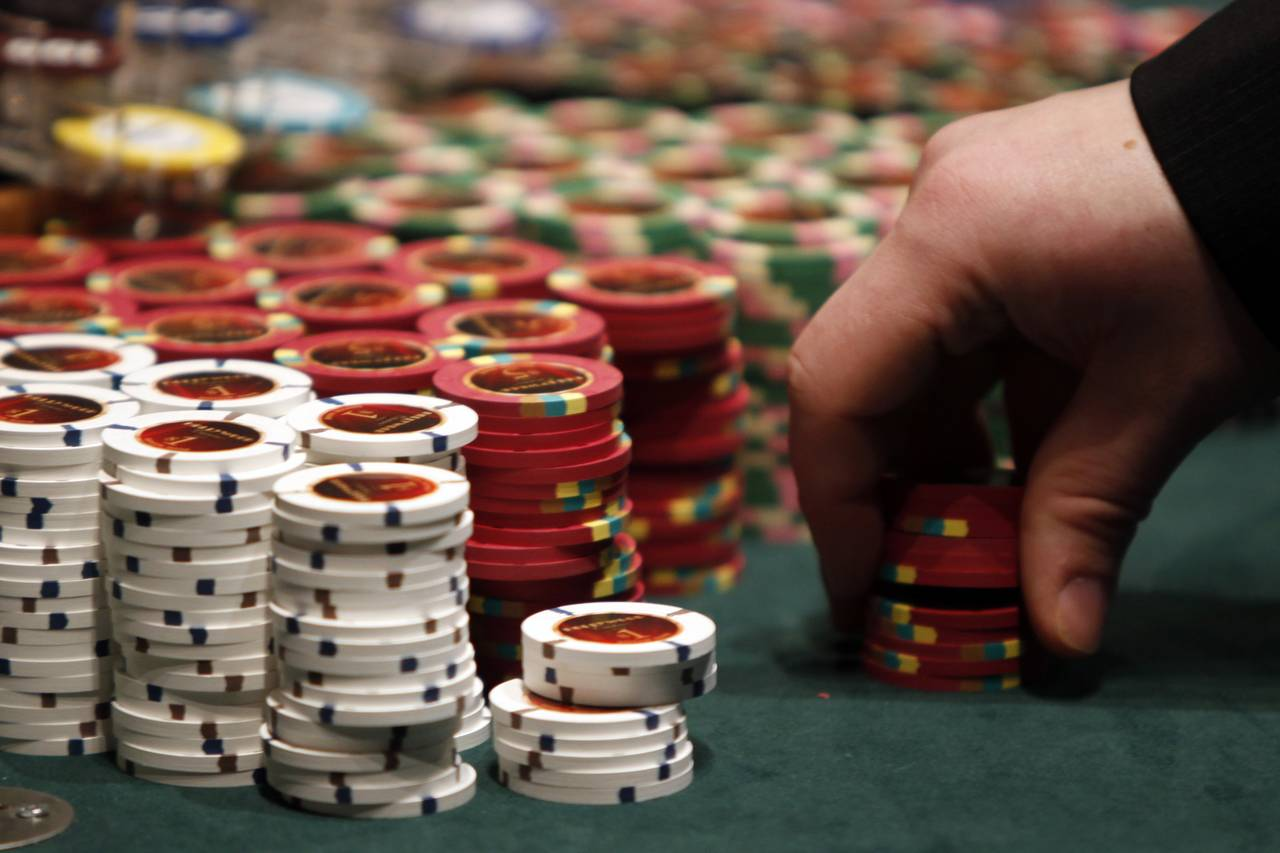 Here's what's different between the good poker player and the pro